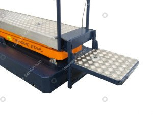 Support plateau with square foot pedal