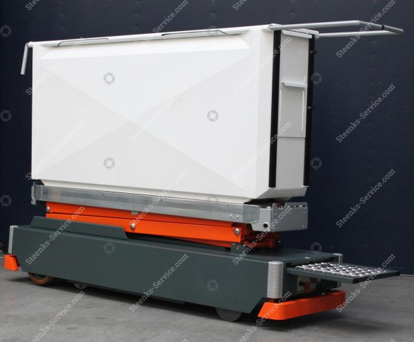AGV paprika harvest trolley