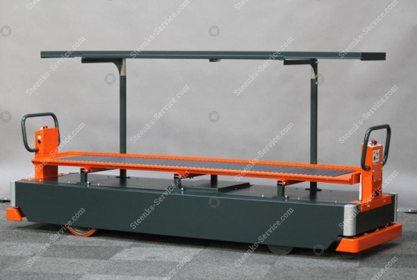 AGV tomato harvest trolley