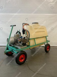 Motor vessel sprayer