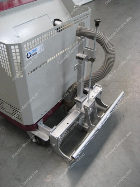 Chain-conveyor vacuum cleaner Comzu TM65 ST13 | Steenks Service